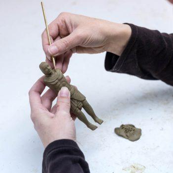 Modelando una figura de egipcio